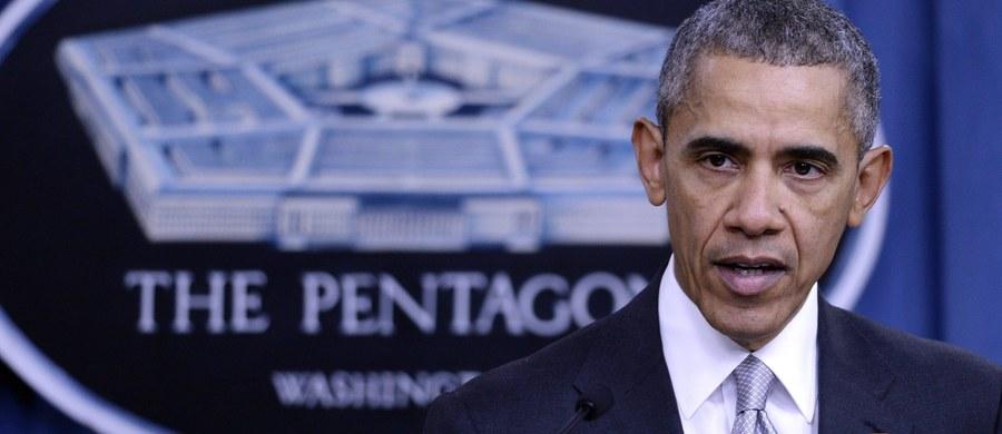"""Prezydent Barack Obama zapewnił, że USA i dowodzona przez Stany międzynarodowa koalicja uderzają w Państwo Islamskie silniej niż kiedykolwiek, eliminując jego przywódców """"jednego po drugim"""" i zmuszając do wycofywania się z części okupowanych w Syrii i Iraku terenów. """"Nasze przesłanie do nich brzmi: będziecie następni"""" - powiedział Obama."""
