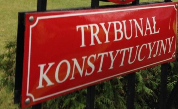 Trwają prace nad nową ustawą o Trybunale Konstytucyjnym - powiedział szef klubu PiS Ryszard Terlecki. Nie wykluczył, że projekt trafi do Sejmu w czasie posiedzenia, które rozpocznie się we wtorek po południu.