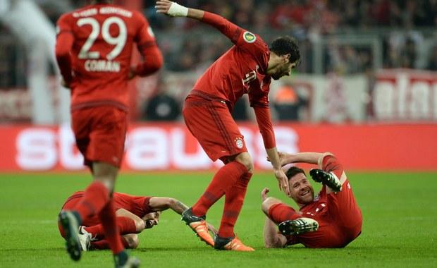 Piłkarze Bayernu Monachium, wśród nich Robert Lewandowski, awansowali do ćwierćfinału Pucharu Niemiec po skromnym zwycięstwie nad rywalem z ekstraklasy SV Darmstadt 1:0. Jedyną bramkę zdobył efektownym strzałem z dystansu Hiszpan Xabi Alonso.