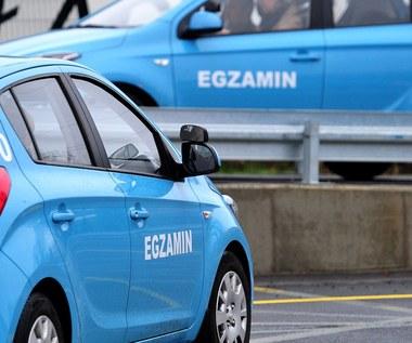 Sejm: Ostrzejsze przepisy dla nowych kierowców dopiero od stycznia 2017 roku