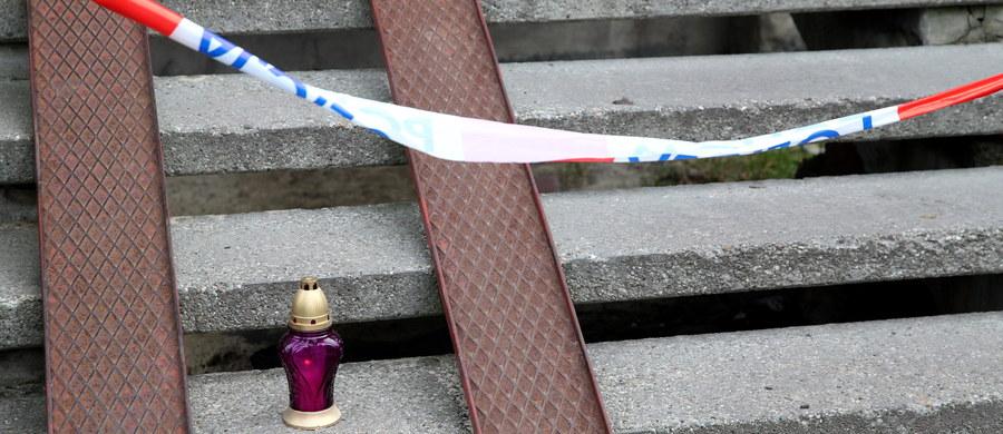 Są już wyniki sekcji zwłok 43-letniej kobiety i dwóch jej synów, zabitych w Rudzie Śląskiej. Biegli w sposób kategoryczny stwierdzili, że przyczyną zgonu wszystkich pokrzywdzonych były wielokrotne rany kłute ciała.