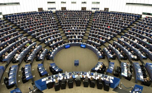 19 stycznia po południu Parlament Europejski ma debatować o sytuacji w Polsce. Jak poinformował rzecznik PE Jaume Duch, o włączeniu tego tematu do porządku obrad na styczeń zdecydowała Konferencja Przewodniczących europarlamentu. Dodał, że nie zaplanowano jednak przyjęcia żadnej rezolucji w tej sprawie, a jedynie oświadczenie Rady UE i Komisji Europejskiej, połączone z dyskusją.
