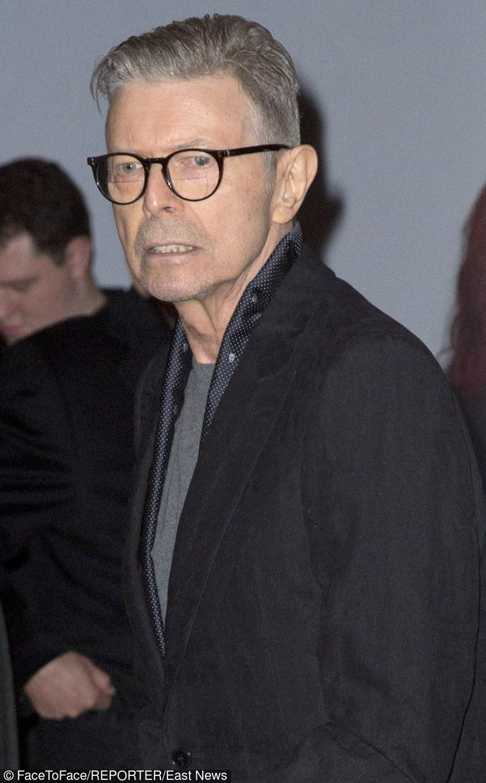 """""""Lazarus"""" to drugi ujawniony przez Davida Bowie singel z nadchodzącej płyty """"Blackstar"""" (premiera 8 stycznia 2016 r.)."""