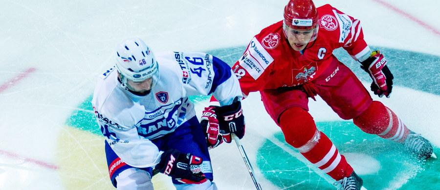 """""""Myślę, że zagraliśmy bardzo dobry turniej (…). Nie mieliśmy zawodników z Tych, ale ci, którzy tutaj byli, naprawdę stanęli na wysokości zadania. Dla mnie to wyłącznie pozytyw - jak najwięcej zawodników, z których będzie można wybrać skład na mistrzostwa świata"""" - mówił trener hokejowej reprezentacji Polski Jacek Płachta po zakończeniu turnieju Euro Ice Hockey Challenge w Katowicach. Biało-czerwoni wywalczyli w nim drugie miejsce, za Kazachstanem. """"Zawodnicy, którzy zostali powołani, pokazali, że są w stanie grać na najwyższym poziomie. Myślę, że to będzie dobra walka o miejsce w składzie"""" - podkreślał kapitan naszej kadry Grzegorz Pasiut."""