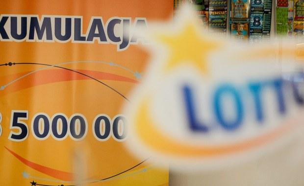 """11, 21, 22, 33, 40 i 44 –  te liczby zostały wylosowane we wczorajszych zakładach Lotto. """"Szóstkę"""" udało się skreślić dwóm osobom."""