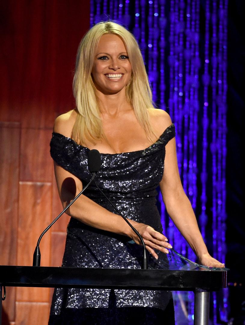 Pamela Anderson przyjęła zaproszenie Miley Cyrus i pojawiła się obok niej na scenie w trakcie koncertu amerykańskiej wokalistki w Los Angeles.