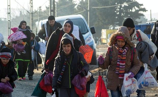 Prawie milion uchodźców i migrantów przybyło w tym roku do Europy a prawie 3700 zginęło lub zaginęło podczas podróży – poinformowała Międzynarodowa Organizacja ds. Migracji. Liczba przybyszów była prawie pięciokrotnie wyższa niż w ubiegłym roku i najwyższa od zakończenia II wojny światowej
