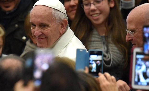 Papież Franciszek został laureatem Nagrody Karola Wielkiego w 2016 roku - poinformowała kapituła tego prestiżowego wyróżnienia, przyznawanego za zasługi dla europejskiej integracji. W 2004 roku specjalną edycję nagrody przyznano Janowi Pawłowi II.