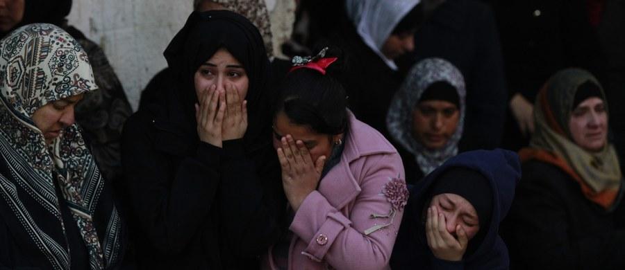 Nie słabnie trwająca od trzech miesięcy fala izraelsko-palestyńskiej przemocy na Zachodnim Brzegu Jordanu. W Wigilię zginęło tam czterech Palestyńczyków. Według władz Izraela, trzech z nich przeprowadziło lub próbowało przeprowadzić ataki na Izraelczyków.