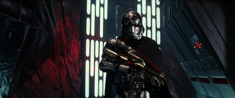 """Wytwórnia Disney poinformowała, że film """"Gwiezdne Wojny: Przebudzenie Mocy"""" zarobił już miliard dolarów. Produkcja jest na ekranach polskich kin od 18 grudnia."""