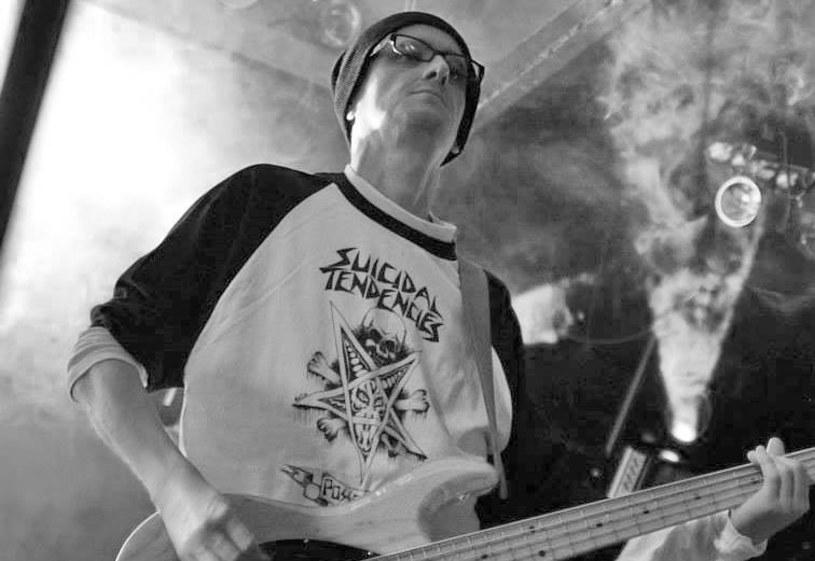 Basista zespołu B.E.T.H. zmarł w poniedziałek w nocy (28 grudnia). Miał 38 lat.