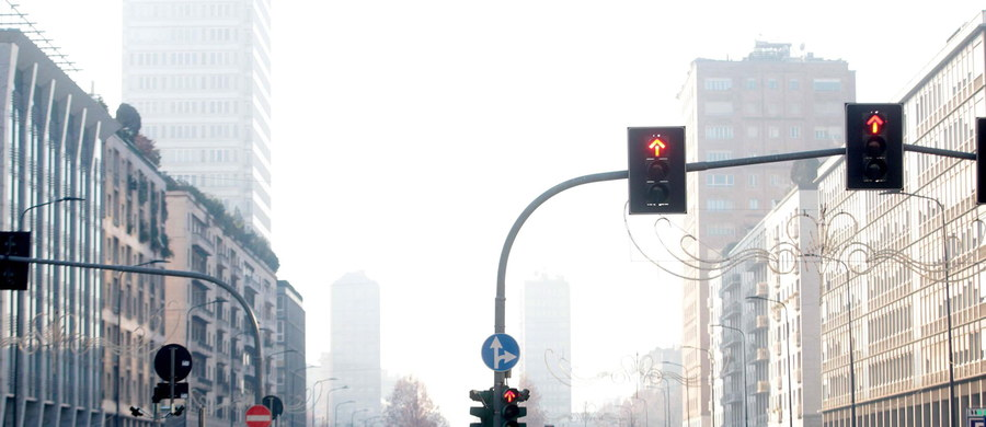 W związku z bardzo wysokim poziomem smogu władze Neapolu wprowadziły zakaz ruchu ulicznego przez 6 dni. Ponadto zapadła decyzja o obniżeniu temperatury ogrzewania do 17-18 stopni Celsjusza.