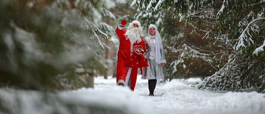 136 osób, które chciały dorobić jako Dziadkowie Mrozowie i Śnieżynki padło ofiarą oszustów w Petersburgu.
