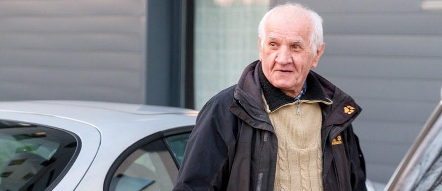 12,3 mln zł zadośćuczynienia i odszkodowania domaga się od Skarbu Państwa Feliks Meszka z Katowic, który kilka tygodni temu wyszedł na wolność po 11 latach przymusowego pobytu w zakładzie psychiatrycznym w Rybniku. Pełnomocnik Meszki mec. Piotr Wojtaszak, według którego umieszczenie jego klienta w szpitalu było nieuzasadnione, poinformował, że wniosek w tej sprawie we wtorek został przesłany do gliwickiego sądu.