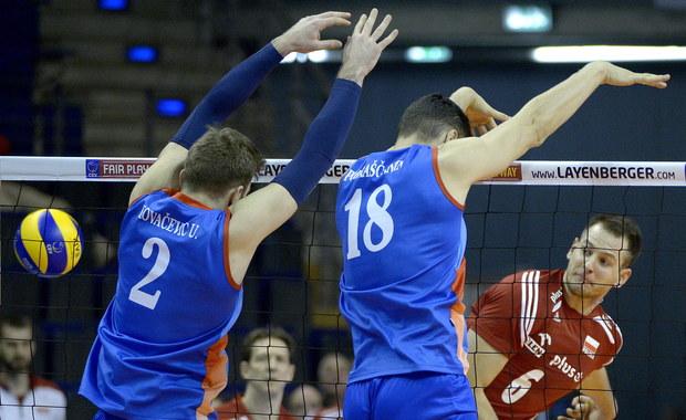 Polscy siatkarze wygrali w Berlinie z Serbią 3:1 (22:25, 25:18, 25:23, 25:21) w pierwszym meczu turnieju kwalifikacyjnego do igrzysk w Rio de Janeiro. Kolejne spotkanie rozegrają w czwartek z Belgią.