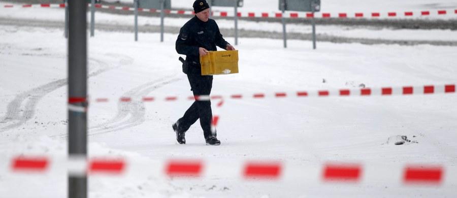 Niemiecka policja poinformowała o zabezpieczeniu biura kanclerz Angeli Merkel w związku z otrzymaniem podejrzanej przesyłki. Służby bezpieczeństwa na miejscu sprawdzają paczkę - powiedział rzecznik federalnej policji Thorsten Peters.