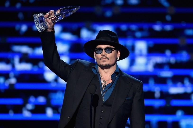 """Rozdano nagrody """"People's Choice"""". Wśród aktorów triumfowali: Sandra Bullock, Channing Tatum, Johnny Depp oraz Dakota Johnson. Najlepszym filmem okazali się """"Szybcy i wściekli 7"""". Nagrody wręczono 6 stycznia w Los Angeles."""