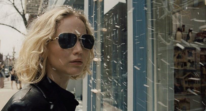 """W czwartek, 7 stycznia, w wybranych kinach sieci Cinema City będzie można przedpremierowo obejrzeć film """"Joy"""", z Jennifer Lawrence w tytułowej roli. Obraz zostanie pokazany w ramach cyklu """"Ladies Night""""."""