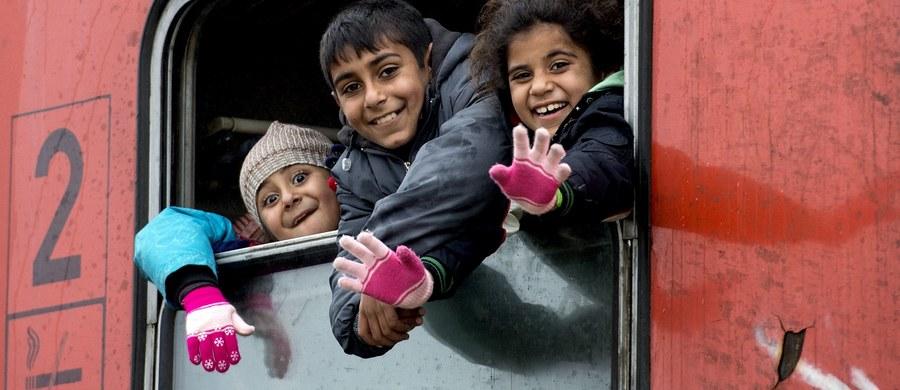 Irakijczycy i Jemeńczycy mogą trafić do Polski w ramach relokacji z obozów dla uchodźców w Grecji i we Włoszech - dowiedział się reporter RMF FM. Wcześniej mowa była jedynie o obywatelach Syrii i Erytrei. Polska zgłosiła Komisji Europejskiej, że jest gotowa przyjąć do końca marca 100 pierwszych osób.