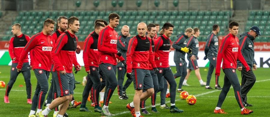 Reprezentacja Polski spadła o jedną pozycję i zajmuje 35. miejsce w pierwszym tegorocznym rankingu Międzynarodowego Federacji Piłkarskiej (FIFA). W czołowej dziesiątce nie było zmian – wciąż prowadzi Belgia, przed Argentyną i Hiszpanią.