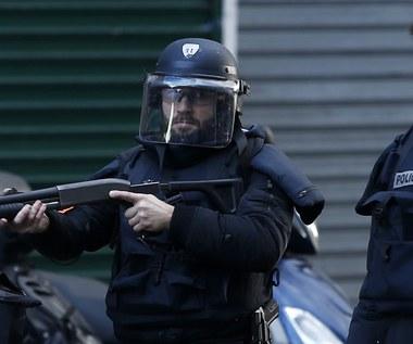 Paryż: Atak na posterunek policji. Uzbrojony napastnik został zastrzelony