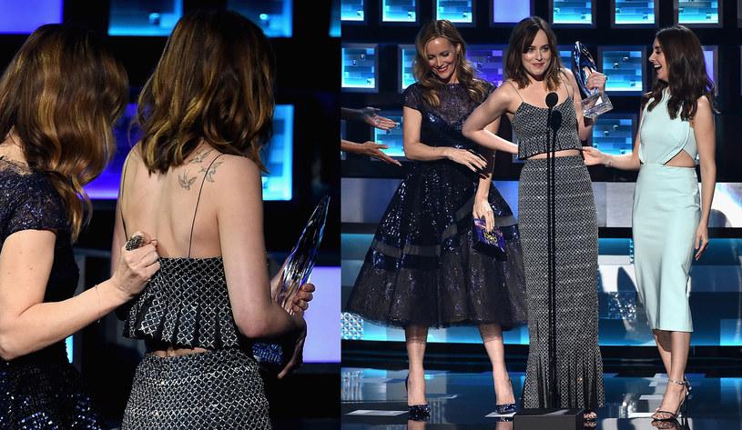 Dakota Johnson na gali People's Choice Awards została okrzyknięta najlepszą aktorką dramatyczną. Gdy jednak weszła na scenę po odbiór statuetki, koleżanka Leslie Mann podczas przytulania podarła jej sukienkę.