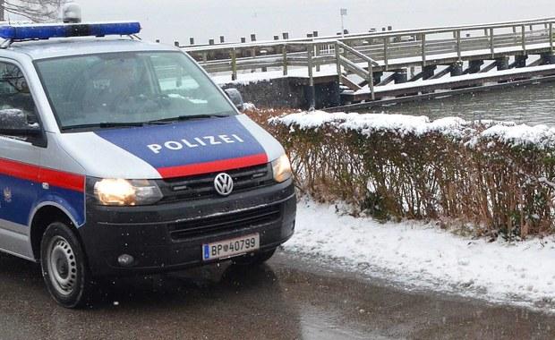 """Również w Austrii wiele kobiet poskarżyło się na molestowanie seksualne przez cudzoziemców w okresie świątecznym. Do takich napaści doszło w Salzburgu. """"Zgłoszenia te napłynęły dopiero kilka dni po napaściach, po obszernych doniesieniach mediów na temat podobnych zajść w Kolonii w Niemczech"""" - powiedziała rzeczniczka policji w Salzburgu Valerie Hillebrand. Nie podała, o ile przypadków chodzi."""