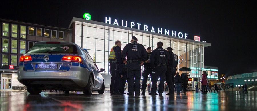 """Niemiecka telewizja ZDF dotarła do wewnętrznego raportu policji federalnej dotyczącego napaści na kobiety, do których doszło w sylwestra w Kolonii. Dokument podważa stanowisko kierownictwa tamtejszej policji, które twierdzi, że dowiedziało się o ekscesach z dużym opóźnieniem. W raporcie znajduje się też cytat z jednego z uczestników ekscesów, który miał stwierdzić: """"Jestem Syryjczykiem, musisz traktować mnie uprzejmie, zaprosiła mnie pani Merkel""""."""