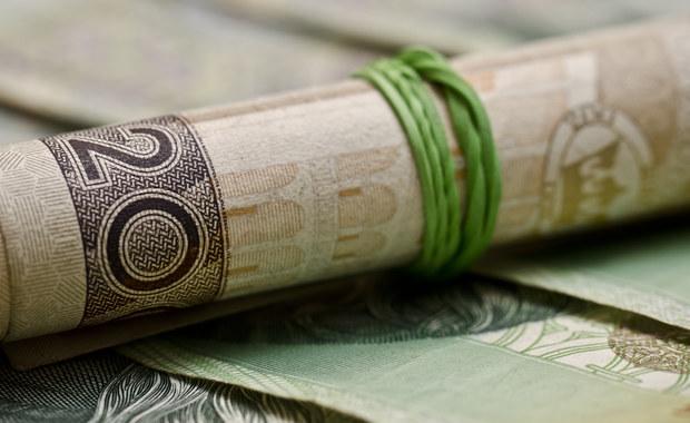 """Działalność Spółdzielczej Kasy Oszczędnościowo Kredytowej """"Kujawiak"""" we Włocławku zawieszona. Komisja Nadzoru Finansowego skierowała do sądu wniosek o upadłość tej największej Kasy w województwie kujawsko-pomorskim. Oszczędności trzymało tam 17,9 tysiąca klientów. Z wyliczeń Komisji Nadzoru Finansowego wynika, że 187 milionów złotych."""