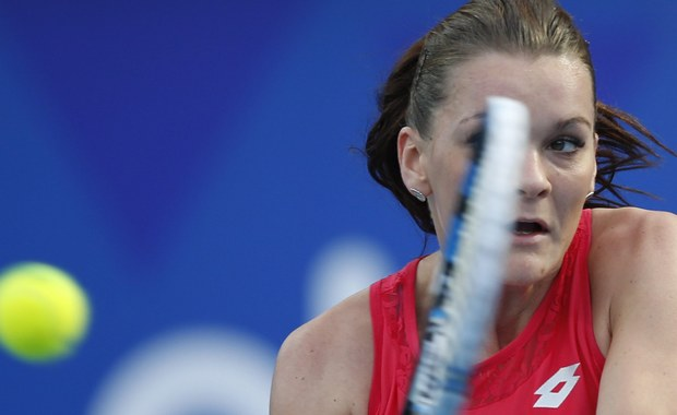 """Agnieszka Radwańska awansowała do finału turnieju WTA w chińskim Shenzen z pulą nagród w wysokości pół miliona dolarów. W półfinale rozstawiona z numerem 1 Polka pokonała Niemkę Annę-Lenę Friedsam 6:2, 6:4. Dla najlepszej polskiej tenisistki oznacza to 25. finał w karierze, ale przede wszystkim - awans z piątego na czwarte miejsce w światowym rankingu i rozstawienie z """"czwórką"""" w zbliżającym się wielkoszlemowym Australian Open."""
