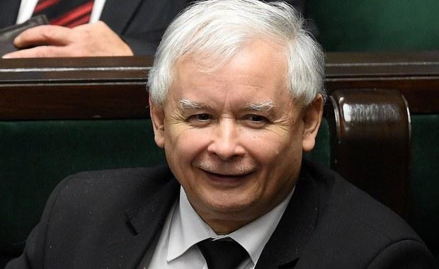 """Policja w Makowie Mazowieckim umorzyła dochodzenie w sprawie wypowiedzi prezesa PiS Jarosława Kaczyńskiego o uchodźcach. Powodem był """"brak znamion czynu zabronionego"""". Chodzi o wypowiedź Kaczyńskiego z października ubiegłego roku."""