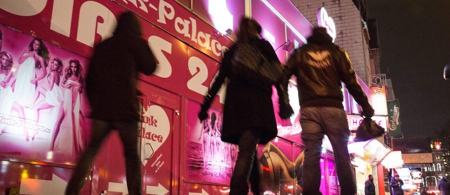 Po napaściach seksualnych w Kolonii i Dusseldorfie, do których doszło w noc sylwestrową, Niemcy w obawie o bezpieczeństwo kobiet organizują Ochronę Obywatelską. Liczba zgłoszeń od molestowanych wzrosła do 238, a policja zatrzymała dziś dwóch kolejnych sprawców. W ich komórkach odnaleziono filmy z napastowania kobiet.