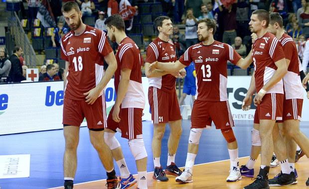 Polscy siatkarze przegrali z Francuzami 0:3 (27:29, 30:32, 20:25) w półfinale turnieju kwalifikacyjnego do igrzysk olimpijskich w Rio de Janeiro. Oznacza to, że tym razem nie mają już szans na wywalczenie olimpijskiej przepustki - bezpośredni awans do Rio uzyska bowiem tylko zwycięzca turnieju w Berlinie, czyli Francuzi lub Rosjanie, którzy zmierzą się w niedzielnym finale. Biało-czerwoni powalczą natomiast z Niemcami o trzecią lokatę i prawo walki o olimpijski paszport w majowym turnieju w Japonii.