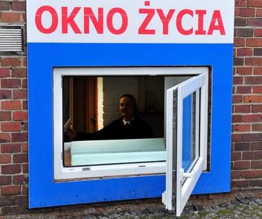 """We wrocławskim """"oknie życia"""" zostawiono 1,5-roczne dziecko"""