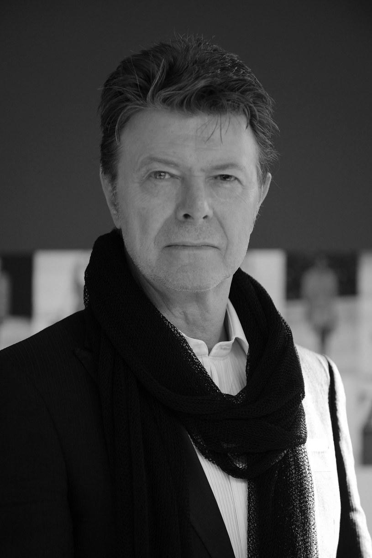 W niedzielę, 10 stycznia, dwa dni po swoich 69. urodzinach zmarł David Bowie. Artysta znany ze swojej wszechstronności, wybitny muzyk, autor tekstów, producent, ale również aktor.