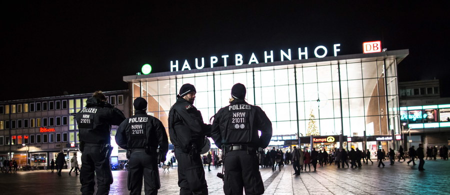 Niemal wszyscy podejrzani o napaści, głównie seksualne, na kobiety w noc sylwestrową w Kolonii to osoby o pochodzeniu cudzoziemskim. Są wśród nich ubiegający się o azyl, którzy w ostatnich miesiącach przybyli do Niemiec - podały władze landowe.