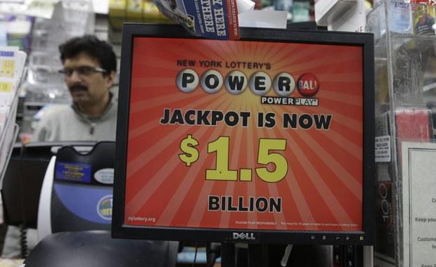 4, 8, 19, 27, 34 i 10 - to sześć zwycięskich liczb amerykańskiej loterii Powerball. W puli była rekordowa suma prawie 1,6 miliarda dolarów. Zza Oceanu napływają informacje o trzech kuponach z sześcioma zwycięskimi liczbami - zostały wysłane na terenie Kalifornii, Tennessee i Florydy!