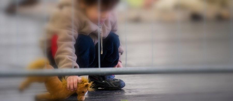 Trzyletni chłopiec został zgwałcony w ośrodku dla uchodźców Forus Akuttinnkvartering w norweskim Stavanger. Policja nie podaje narodowości dziecka. Nie wiadomo, kto je skrzywdził. Ustalono jedynie, że do napaści doszło 6 stycznia. Niewykluczone, że sprawców było kilku.