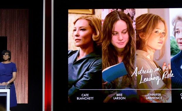 """Amerykańska Akademia Filmowa ogłosiła nominacje do Oscarów. 88. gala wręczenia Oscarów zwycięzcom odbędzie się w Los Angeles 28 lutego. Najwięcej nominacji dostała """"Zjawa"""" - 12 - w tym w najważniejszych kategoriach: dla najlepszego filmu, najlepszego reżysera i dla najlepszego aktora w roli pierwszoplanowej oraz za najlepsze zdjęcia. """"Mad Max"""" dostał 10 nominacji, a """"Marsjanin"""" siedem. Poniżej przedstawiamy listę najważniejszych nominacji."""