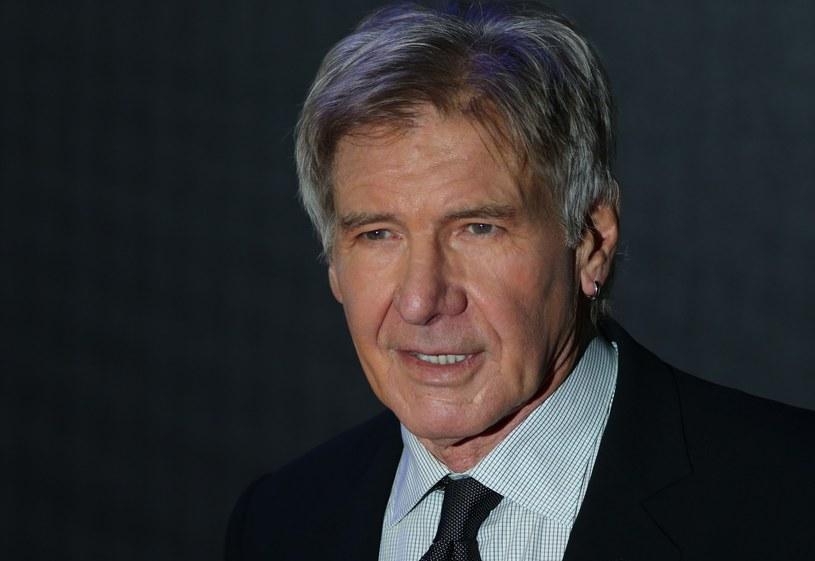 """Po 30 latach Harrison Ford kolejny raz zagrał w """"Gwiezdnych wojnach"""", dzięki czemu znowu możemy go oglądać na wielkim ekranie. Mimo 73 lat ani na chwilę nie zwalnia tempa, choć bywa, że z planu trafia prosto do szpitala."""