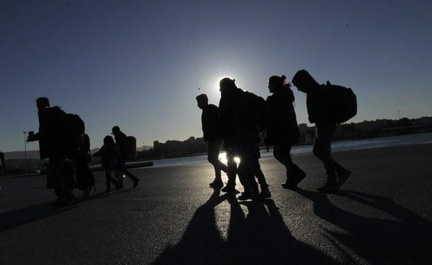 Szefowa austriackiego MSW Johanna Mikl-Leitner ogłosiła, że od końca przyszłego tygodnia z południowej granicy jej kraju zawracani będą migranci, którzy nie chcą ubiegać się o azyl w Austrii, ale zamierzają w tym celu podróżować do innego państwa. Austria jest ostatnim przed Niemcami krajem na tzw. bałkańskim szlaku migracyjnym, którym setki tysięcy migrantów przedostały się już do Europy z krajów Bliskiego Wschodu czy Afganistanu.