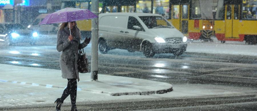 W weekend synoptycy prognozują opady śniegu. Najwięcej białego puchu przybędzie na południu i wschodzie kraju. W ciągu dnia utrzyma się lekki mróz. IMGW ostrzega też przed mgłami na północy Polski. Z kolei z północy Europy zacznie napływać chłodne powietrze pochodzenia arktycznego.