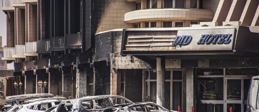 Co najmniej 23 osoby z 18 państw zginęły w ataku dżihadystów na hotel i kawiarnię w Wagadugu, stolicy afrykańskiego państwa Burkina Faso - podają tamtejsze władze. Wśród ofiar nie ma Polaków.