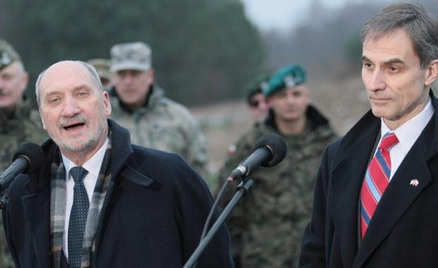 """Celem naszych zamierzeń jest trwałe stacjonowanie na terenie Polski sił NATO, jak i amerykańskich oraz trwałe posiadanie skutecznej obrony przeciwlotniczej; mamy nadzieję, że będzie to być może system Patriot – mówił w Skwierzynie minister obrony narodowej Antoni Macierewicz. W konferencji prasowej, która odbyła się po zakończeniu polsko-amerykańskich ćwiczeń wojskowych """"Panther Assurance"""" na terenie 35. dywizjonu rakietowego Obrony Powietrznej w Skwierzynie, uczestniczył także ambasador USA w Polsce Paul W. Jones."""