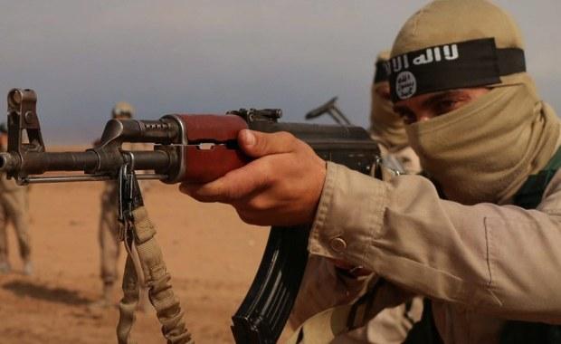 Co najmniej 250 osób zginęło w sobotę z rąk dżihadystów Państwa Islamskiego (IS) w mieście Dajr az-Zaur na północnym wschodzie Syrii - poinformowało źródło, na które powołuje się agencja Reutera. Wśród zabitych są bojownicy proreżimowej milicji i ich bliscy.