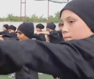"""""""Kazali nam zabijać rodziców, bo to niewierni"""". Wstrząsające wyznania 12-latka porwanego przez ISIS"""