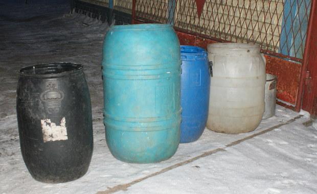 Około miliona litrów wody do picia rozwieźli przez pół roku strażacy mieszkańcom gminy Koniecpol w Śląskiem. Od wakacji w 17 wsiach nie ma bieżącej wody, bo w czasie suszy wyschły studnie. W środę burmistrz gminy jedzie na rozmowy w tej sprawie do Warszawy.