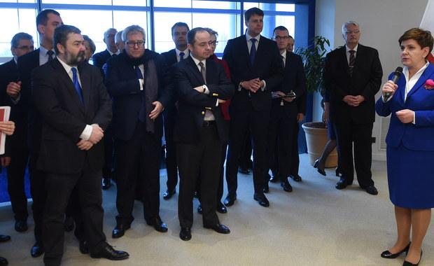 """Premier Beata Szydło na spotkaniu z polskimi europosłami wyraziła nadzieję, że dzisiejsza debata w PE nt. sytuacji w Polsce będzie """"rzeczowa i merytoryczna"""". Przyjechaliśmy, ażeby w konstruktywnym dialogu rozwiać wszystkie wątpliwości – podkreśliła."""