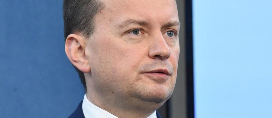 Grupa Wyszehradzka jest przeciw automatycznej relokacji uchodźców, opowiada się też za zmianą polityki azylowej państw zachodnich, które są celem migracji – mówił szef MSWiA Mariusz Błaszczak po spotkaniu ministrów spraw wewnętrznych państw V4 w Pradze.