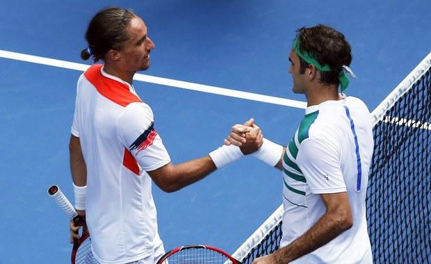 Rozstawiony z numerem trzecim Szwajcar Roger Federer, pokonał ukraińskiego tenisistę Aleksandra Dołgopołowa 6:3, 7:5, 6:1 w drugiej rundzie wielkoszlemowego turnieju Australian Open, który rozgrywany jest na kortach twardych w Melbourne.